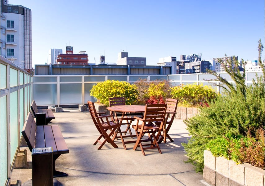 SAMU Language school outdoor roof terrace with wooden picnic table