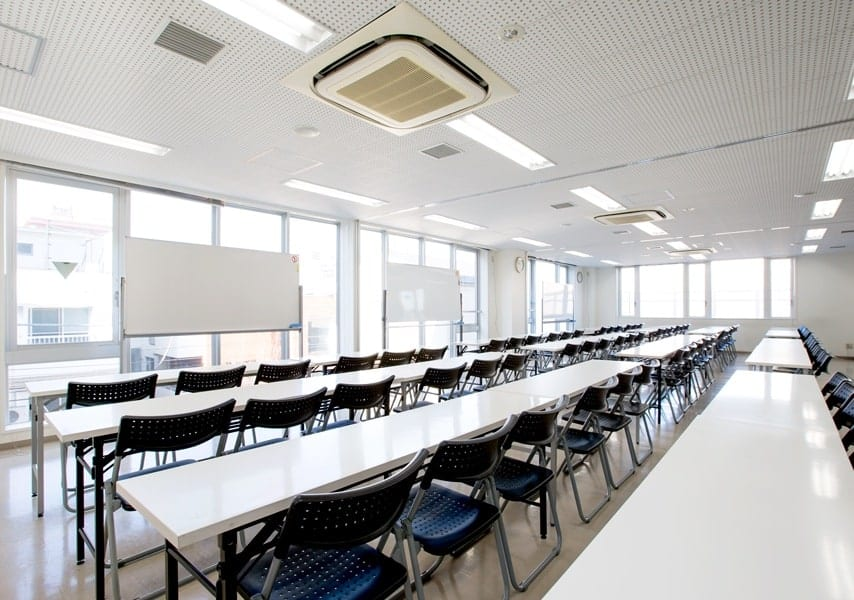 SAMU Language School large classroom with rows of tables and chairs